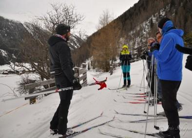 Langlauf-Schnupperkurs - nach ein Warmlaufrunden geht es auf ins Gelände