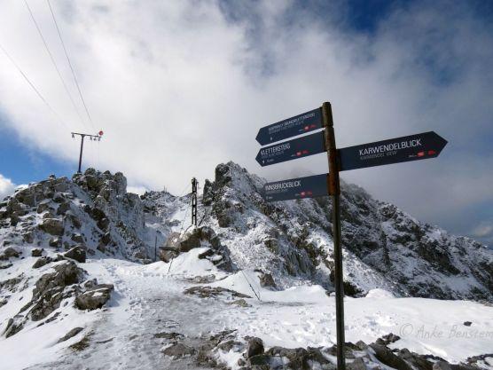 Reisefeder Innsbruck Benstem Nordkettenbahn Hafklekar Schnee wandern