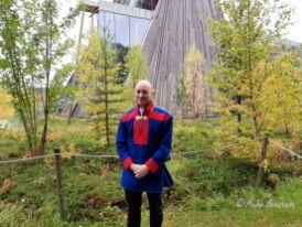 Tom Sottinen vor dem Gebäude