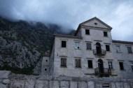 Altes Gebäude verfällt leider