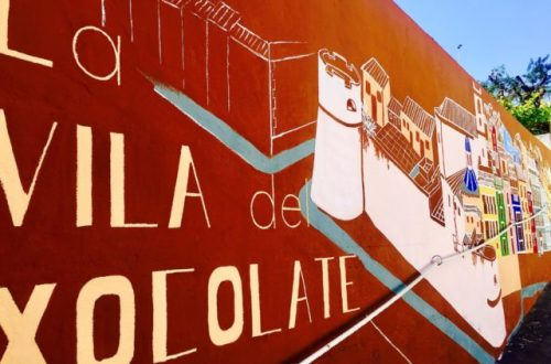 Skilt med Sjokoladebyen Villajoyosa