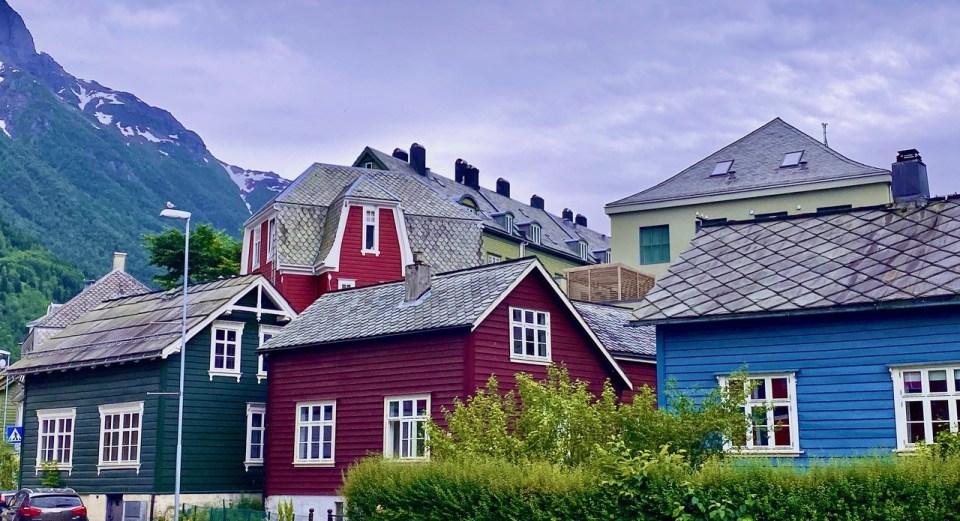 Fargerike hus i Odda
