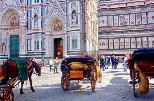 Hester foran duomo i Firenze
