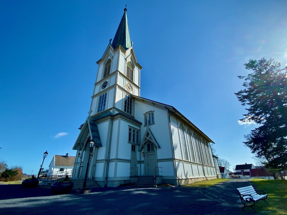 Lillesand kirke