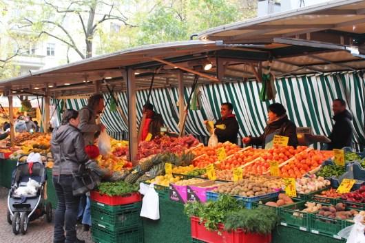 Frisches Obst und Gemüse gibt es in Berlin Boxhagener Platz