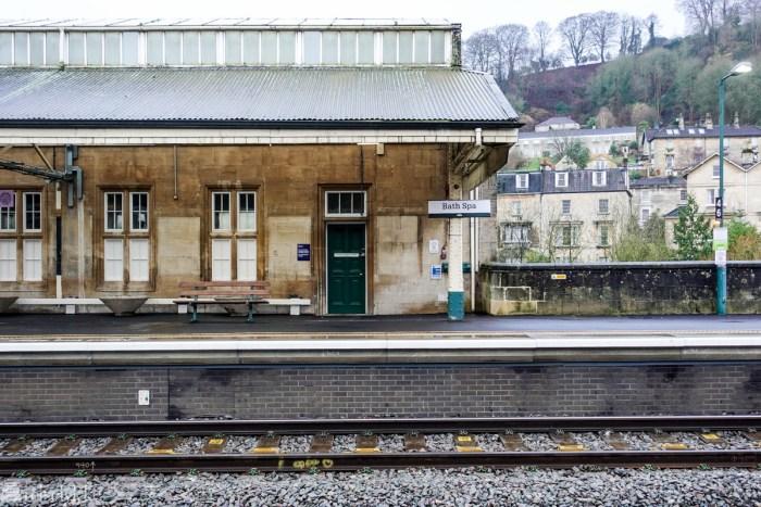 Å reise med tog i England_togstasjonen i Bath