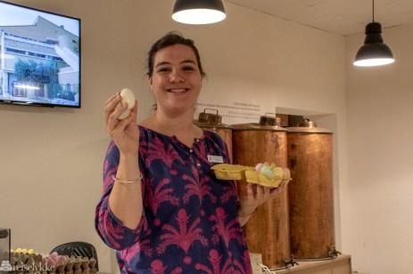 Albane viser såpe produsert hos Fragonard