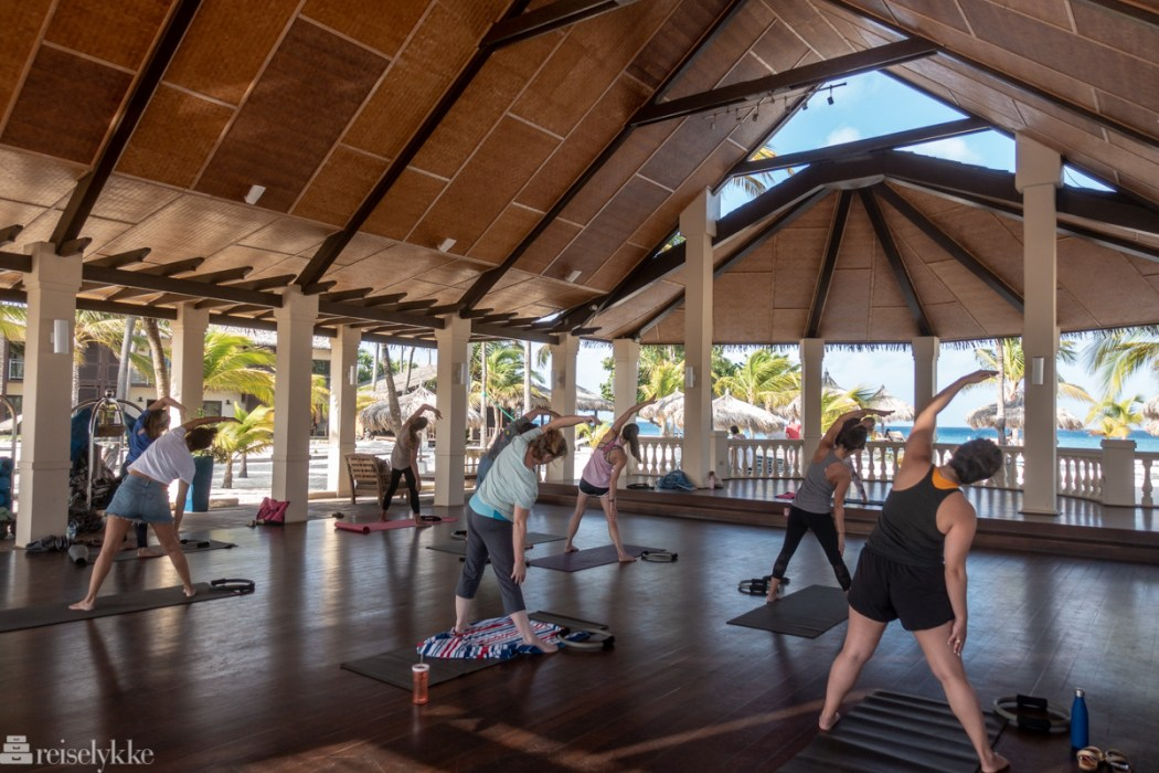 Yoga på Manchebo Beach Resort og Spa