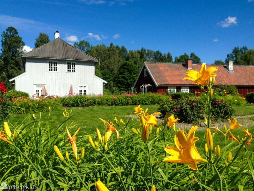 Hovedgården og hagen