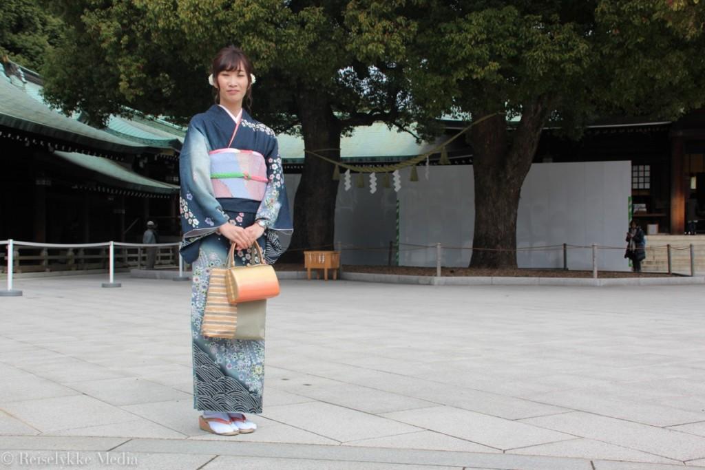 Tokyo: kvinne i tradisjonsrik kimono