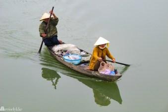 Vietnam: To fiskere i båt