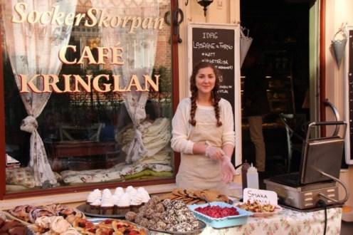 Hyggelig servering og smaksprøver hos Socker Skorpan i Haga