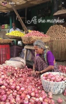 Kvinne på markedet i Mysore