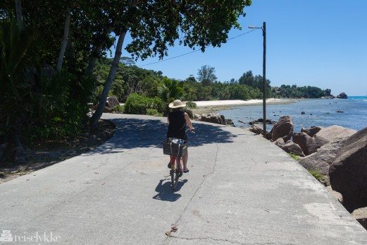 På sykkeltur på La Digue, Seychellene