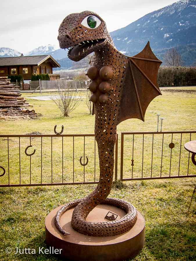 Skulpturengarten beim Gasthof Köll in Pettnau/Tirol