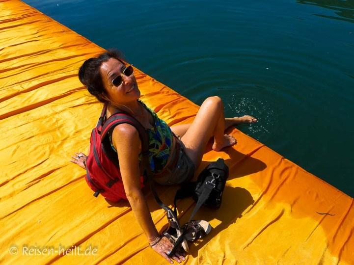 É permesso? Ich habe es gewagt und meine Füße im Lago d'Iseo abgekühlt.