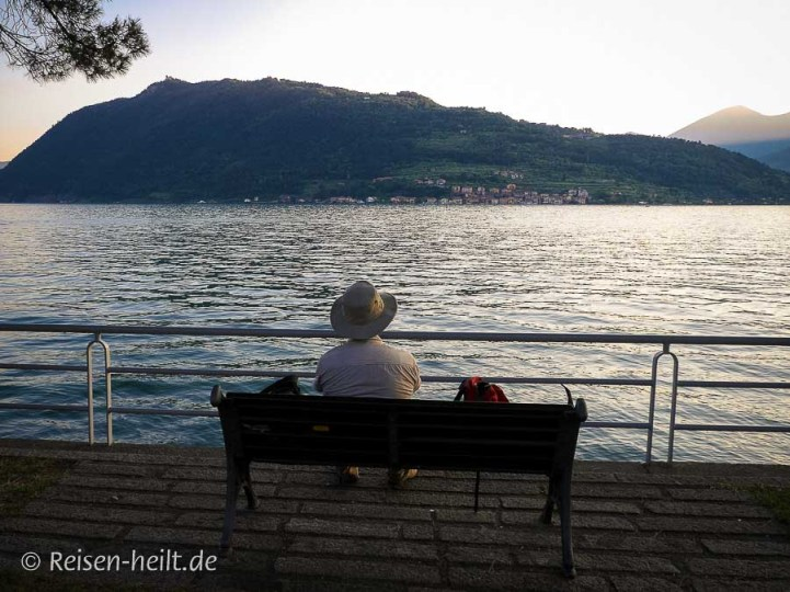 """Verschnaufpause nach einem langen """"Wandertag"""" mit Blick auf die Monte Isola."""