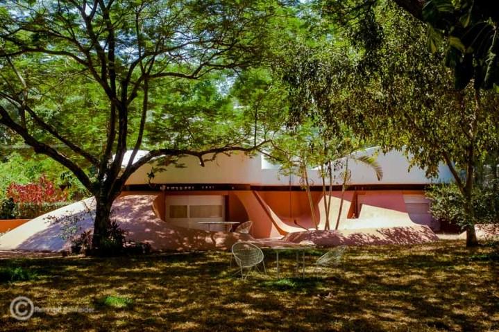 Futuristisch anmutende Bauten in Auroville