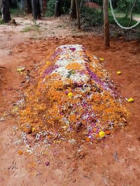 Hans letzte Ruhestätte in Auroville.