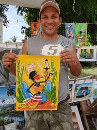 Künstler mit seinem Werk am Strand von Guardalavaca