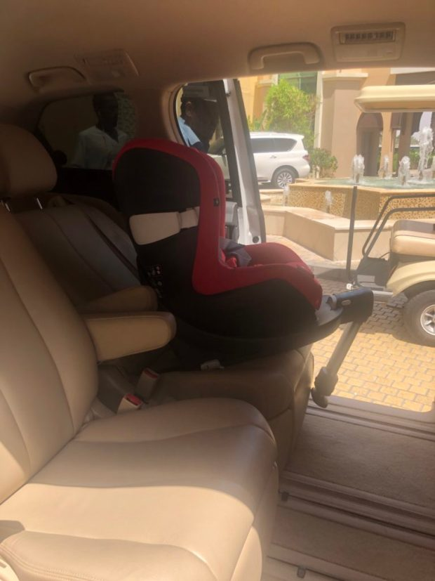 Kindersitz im Careem Auto