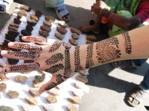 Kriegsbemalung mit Henna