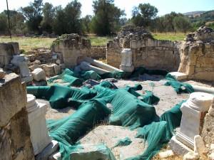 Badehaus mit abgedeckten Säulen
