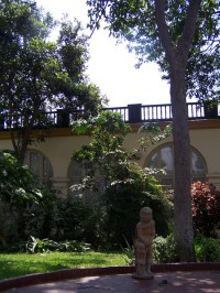 Im Hof des Museums