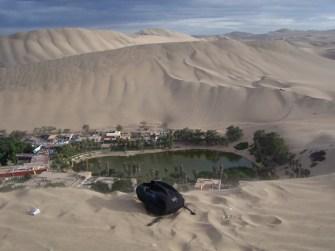 Die Oase von der Spitze der Dünen gesehen