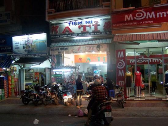 Der Nudelsuppenimbiss in Kon Tum