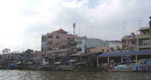 Vinh Long vom Fluss aus gesehen