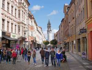 Farbenprächtige Fassaden der barocken Bürgerhäuser.