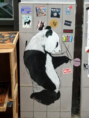 Street Art Paste-Up by Drug Panda im Karoviertel, Hamburg