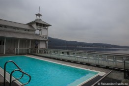 Beheizter Pool im Badehaus