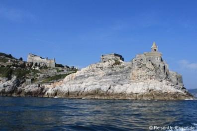 Kastell und San Pietro vom Boot