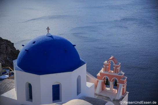 Kuppelkirche und Blick auf das Meer
