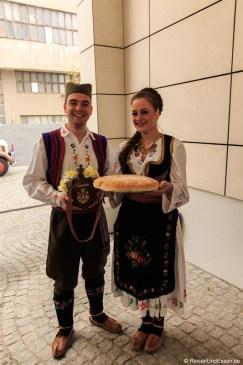 Empfang in serbischer Tracht