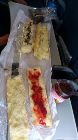 unser Frühstück im Flieger ;-)