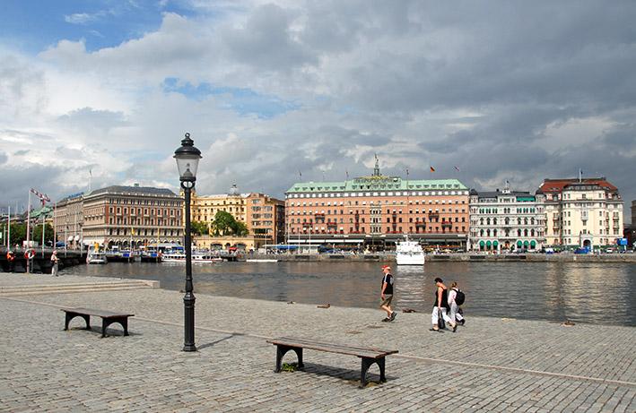 Stockholm: Blick von Skeppsbron auf das Grand Hotel Stockholm