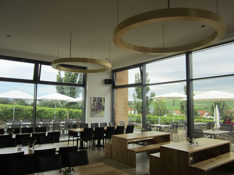 Innen in der Weinbar Dietrich