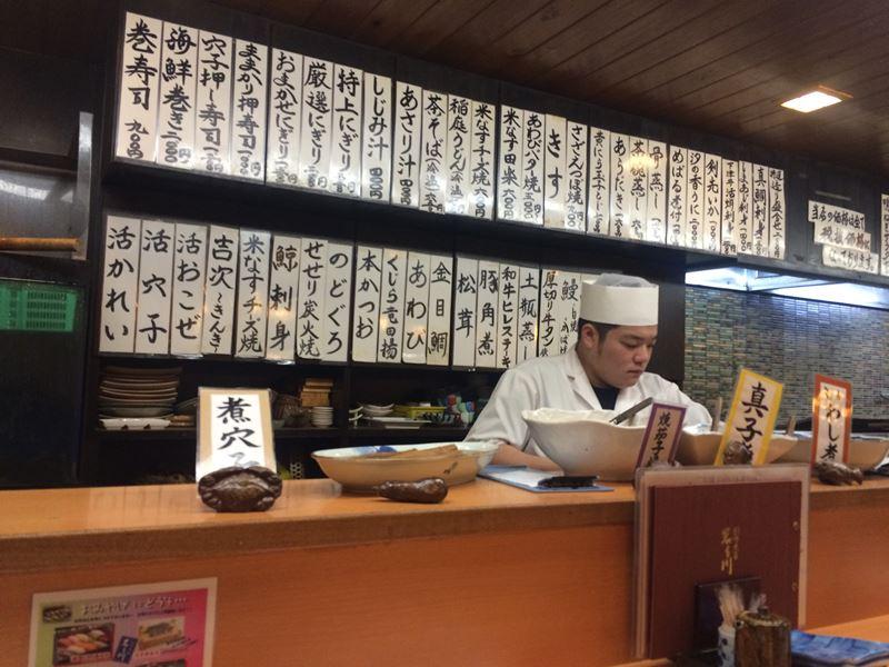 Koch in der Izakaya in Okayama