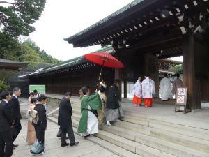 Hochzeitszug am Meiji-Schrein