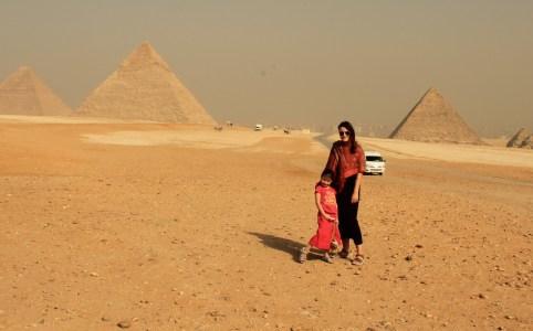 Bij de pyramides van Gizeh