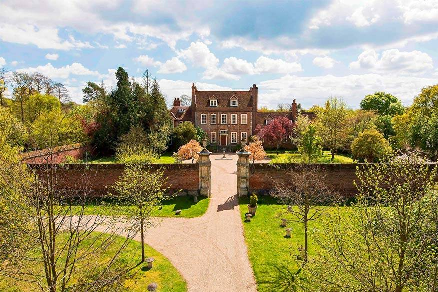 Downton Abbey: Byfleet Manor in Surrey