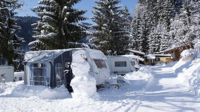 Winterkamperen: met de caravan op wintersport