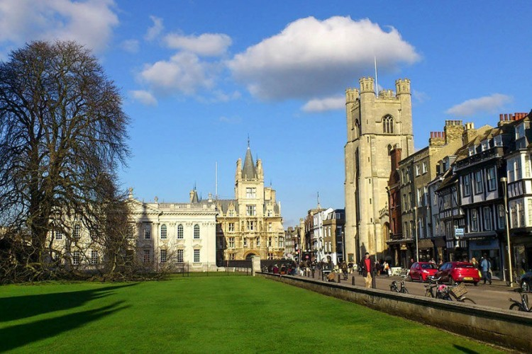 King's Parade in Cambridge, Cambridgeshire: het uitzicht van de Kings's College Chapel langs de King's Parade leent zich ook uitstekend voor een foto. Toen het college werd gesticht in de 15de eeuw, vormde dit deel van Cambridge het industriële centrum langs de rivier. © Dave Gunn via Flickr Creative Commons