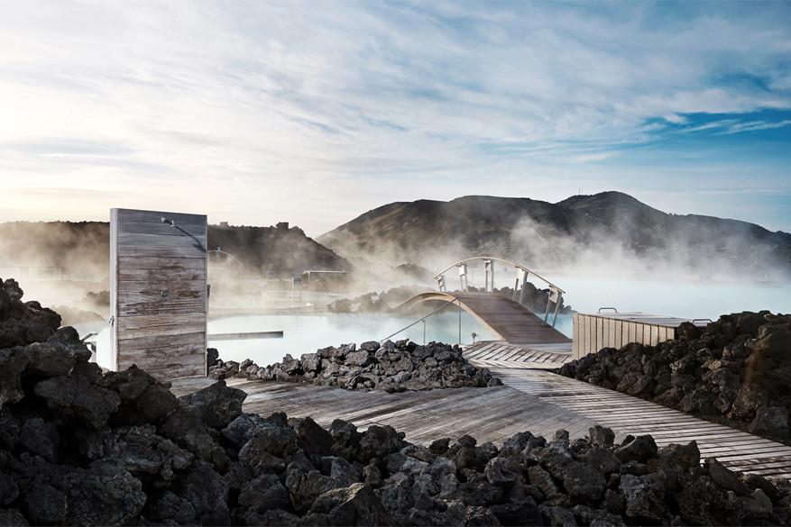Verschillende warmwaterbronnen in IJsland lenen zich uitstekend om in te ontspannen of baantjes in te trekken.