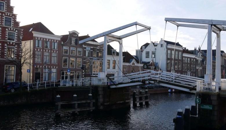 Haarlem Nederland langs het Spaarne