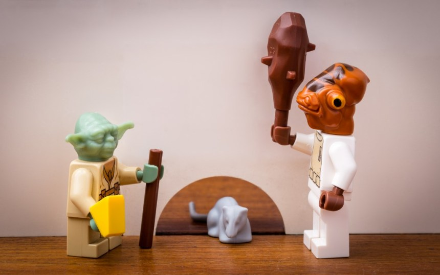 This is how Yoda captured the mouse to give to the old owl, with the help of Admiral Ackbar.