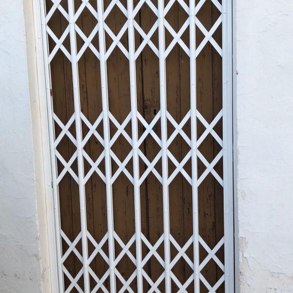 reja ballesta puerta 2 Mataró